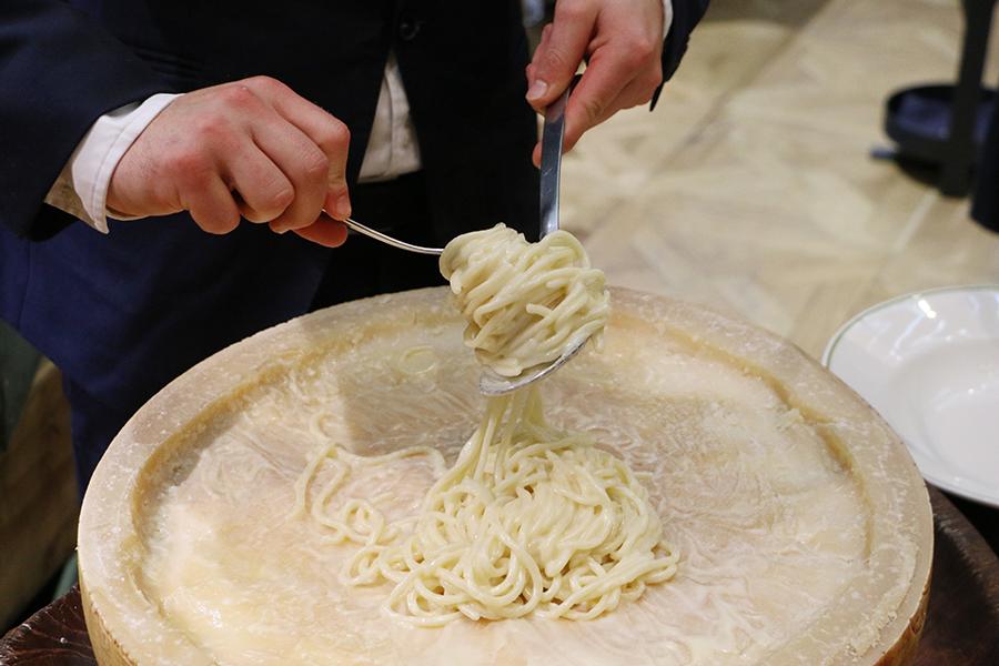 Novikov parmesan wheel